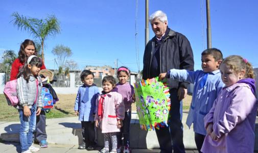 El Municipio instaló nuevos juegos en un  jardín del barrio Don Mariano