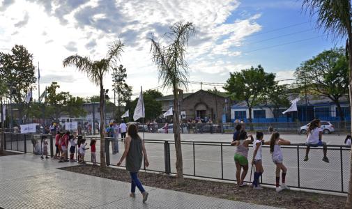 Andreotti inauguró un Centro Cultural y otro Deportivo en Villa del Carmen