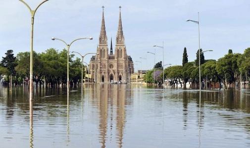 El río Luján descendió más de 40 centímetros desde el pico que alcanzó ayer