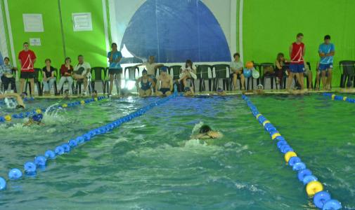 Se realizó una competencia de Natación en el Polideportivo Náutico N° 3