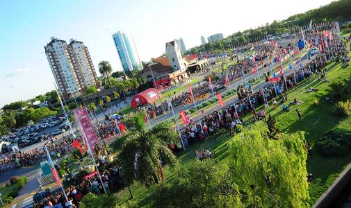 Más de 85.000 personas empezaron a palpitar las fiestas con el Desfile Mágico Alparamis