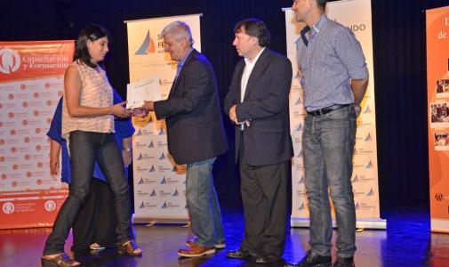 Andreotti entregó diplomas a los 290 egresados de los cursos de Educación Continua